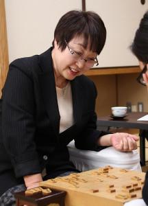 引退表明後の最年長勝利を挙げて笑顔を見せる蛸島彰子女流六段