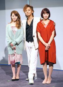 公開フォトコールに参加した(左から)峯岸みなみ、松岡充、吉本実憂