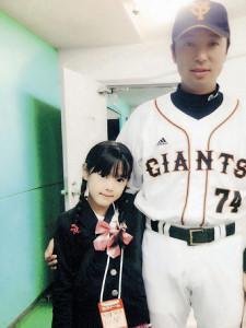 小学4年生の時、ファン感謝デーでパパと記念撮影