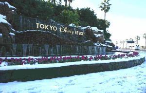 雪景色の東京ディズニーリゾート入口