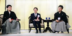 ざっくばらんに語り合う(左から)森内俊之九段、羽生善治竜王、佐藤康光九段