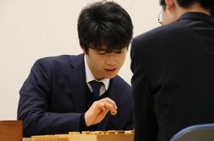 深夜に及ぶ勝負を制して五段昇段を決めた藤井聡太五段