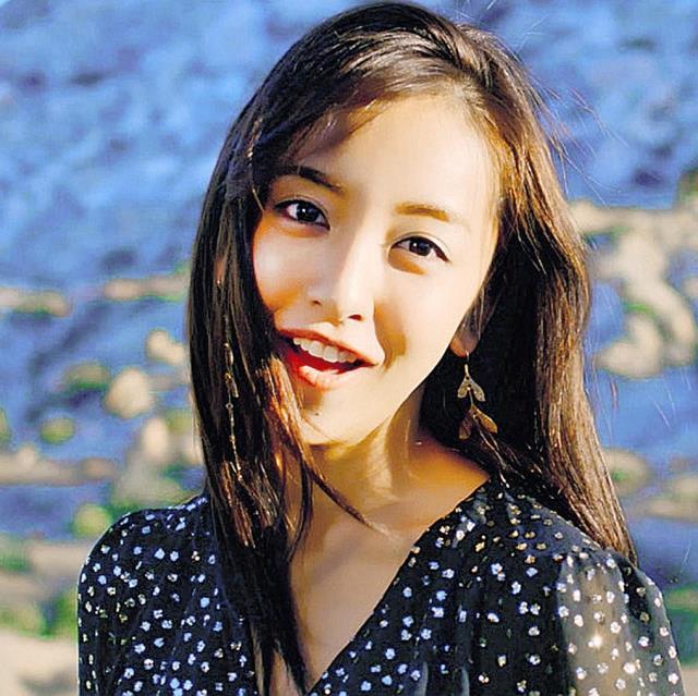 板野友美、10枚目シングルのMVはロサンゼルスで撮影 テーマは自分らしさを追い求める旅
