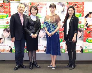 完成披露試写会に出席した(左から)「2VOICE」の叶央介、原順子、高島礼子、文音