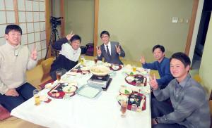 ビビる大木(中央)司会の番組収録に参加した(左から)畠、田口、1人置いて池田、中川