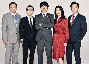 「特捜9」に出演する(左から)田口浩正、吹越満、井ノ原快彦、羽田美智子、津田寛治