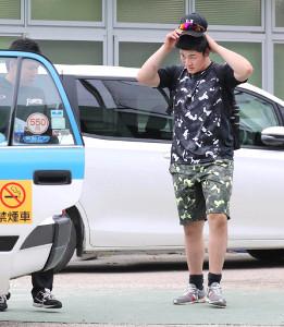 体調不良で練習を早退した清宮は検査のためタクシーで病院に向かった