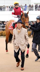中山記念で6着となったディサイファと小島太調教師(カメラ・能登谷 博明)