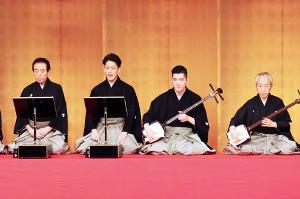 「助六」で7代目清元栄寿太夫を襲名した尾上右近(左から2番目)は初代清元斎寿(同3番目)を襲名した兄と共演