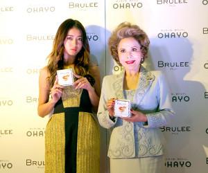 オハヨー乳業のアイスクリーム「BRULEE」のPRイベントに出席したデヴィ夫人(右)と池田美優