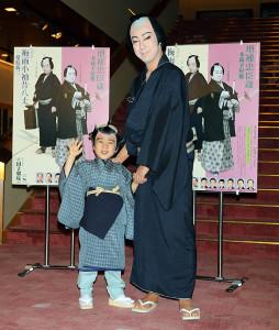 「梅雨小袖昔八丈」で親子共演をする尾上菊之助と、寺嶋和史