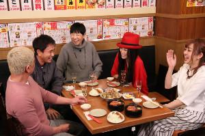 12日放送の「ダウンタウンなう」に出演した(左から)松本人志、浜田雅功、和田アキ子、萬田久子、菊池亜美(C)フジテレビ
