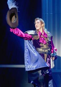 ダルタニャン役を熱演するOSK日本歌劇団トップスター・高世麻央