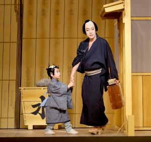 「髪結新三」で親子共演する尾上菊之助(右)と寺嶋和史(カメラ・佐々木 清勝)