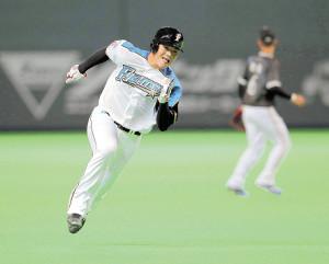 5回2死二塁、太田の中前適時打で三塁ベースを回る清宮(カメラ・橋口 真)