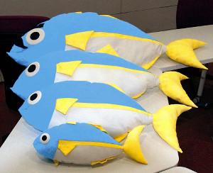 使用する魚のぬいぐるみ(上からブリ、ガンド、フクラギ、コズクラ)