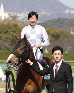 武豊騎手との兄弟タッグで、見事初出走初勝利を決めた武幸四郎調教師