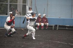 練習試合初戦で左翼に本塁打を放った大阪桐蔭の根尾