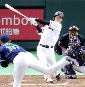 3月4日のヤクルト戦、大城が代打で右翼席へ本塁打を放つ(カメラ・生澤 英里香)
