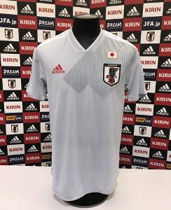 日本代表の新アウェーユニホーム