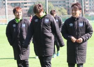 約7か月ぶりの実戦復帰で1得点2アシストの元日本代表MF藤本(右)