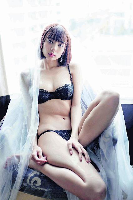 写真集でセクシーな下着姿も披露している岡田紗佳