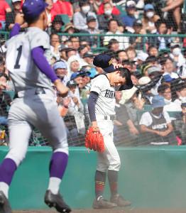 10回無死満塁、藤森にサヨナラとなる中犠飛を打たれて悔しがる増居