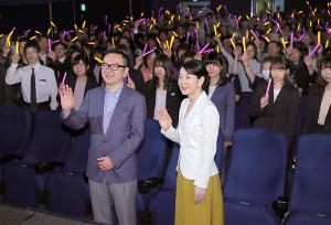 映画「北の桜守」のイベントに登壇した精神科医の和田秀樹氏(左)と吉永小百合(カメラ・生澤 英里香)