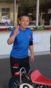 会心の走りにご機嫌な岡松忠。Vサインを頂きました