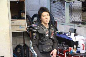 4Rを何とか制した鈴木圭一郎だが、上向かない状態に表情も明るくなかった