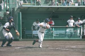 初回に同点の2点二塁打を放った大阪桐蔭の根尾