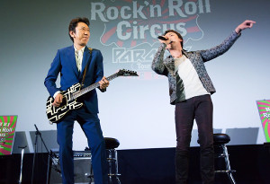 ギター演奏を披露した布袋寅泰(左)と山本耕史