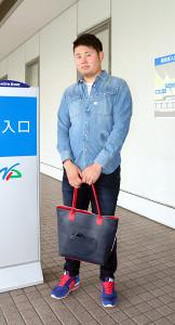 練習を終えて帰りのタクシーを待つ鈴木博