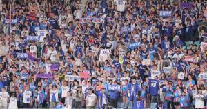 松坂の勝利に沸くライトスタンドのファン