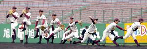 2イニングを無失点に抑えた旭川大高・沼田の投球フォーム(連続写真)