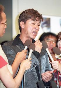 2003年7月、復帰会見で「生きているだけで良かった」と復帰の喜びを語った西城秀樹さん