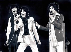76年1月、熱唱する新御三家の(左から)西城秀樹さん、野口五郎、郷ひろみ