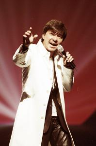 30周年記念コンサートで熱唱する西城秀樹さん