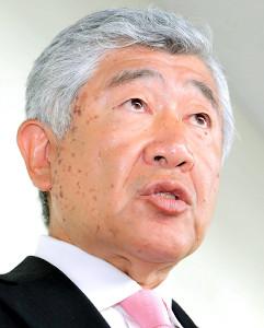 取材に応じる日大・内田監督