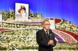 次男・大野誠さんのお別れ会であいさつする北島三郎