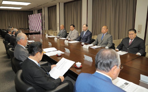 稀勢の里の復帰「名古屋とは限らない」と北村委員長…横審の定例会合で ...