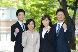 初々しい姿をお披露目した、日本テレビの(左から)篠原光、市來玲奈、岩田絵里奈、弘竜太郎の各アナウンサー