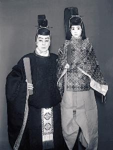 1953年時、海老蔵の父・12代目市川團十郎の初舞台。左は11代目團十郎