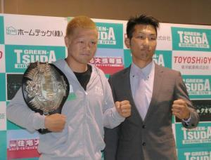 ボクシング。8月11日の激闘を誓う日本ウエルター級王者の矢田良太(左)と挑戦者の同級10位・岡本和泰