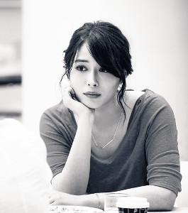 映画「銃」でヒロインを演じる広瀬アリス