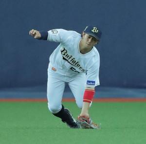 16日の試合で打球を好捕した小田だったが…