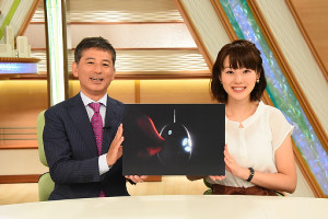 「AIハチエモン大作戦」をアピールする豊田康雄アナ、高橋真理恵アナ
