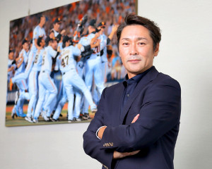 カル・リプケン杯でU12日本代表監督を務める元木さん。3大会連続6度目の世界一を目指してタクトを振るう(カメラ・今西 淳)