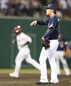8回2死一塁、今江に左越え2ランを浴びた山本(カメラ・川口 浩)