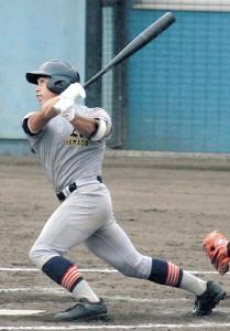 先制打を含む2二塁打3打点と活躍した青森山田・中沢